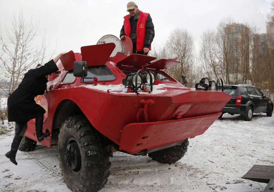 مسافرکشی با خودروی نظامی! +عکس