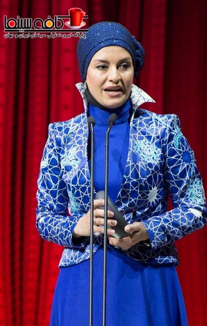 عکس های مریلا زارعی در هنگام دریافت جایزه
