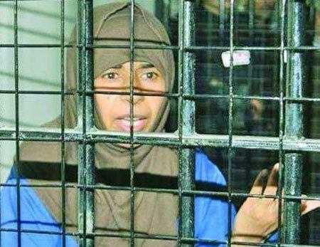 زنی که داعش به دنبال اوست + عکس