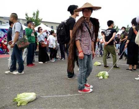 000667 اقدام عجیب چینی ها برای مقابله با تنهایی! + عکس