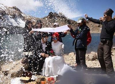 ازدواج دو زوج جوان در قله سبلان! + تصاویر