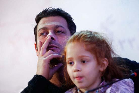 000692 پژمان بازغی و دخترش در جشنواره فیلم فجر / عکس
