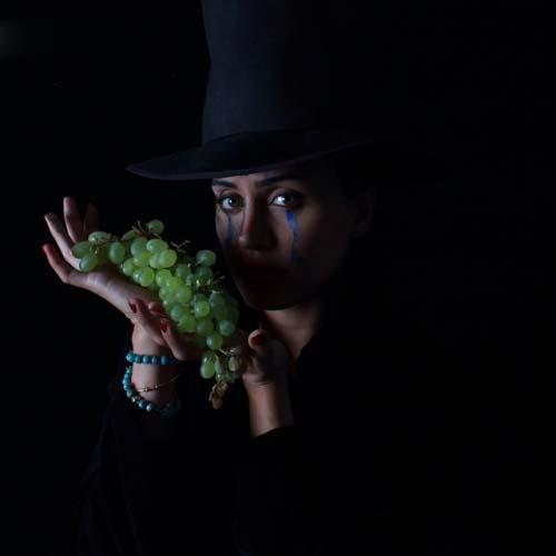 عکس هنری و زیبای الناز شاکردوست با انگور!