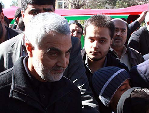 عکس سردار سلیمانی در راهپیمایی ۲۲ بهمن