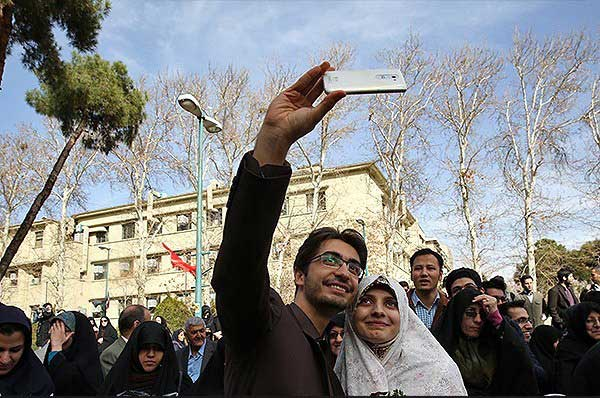 سلفی عروس و داماد در دانشگاه تهران + عکس