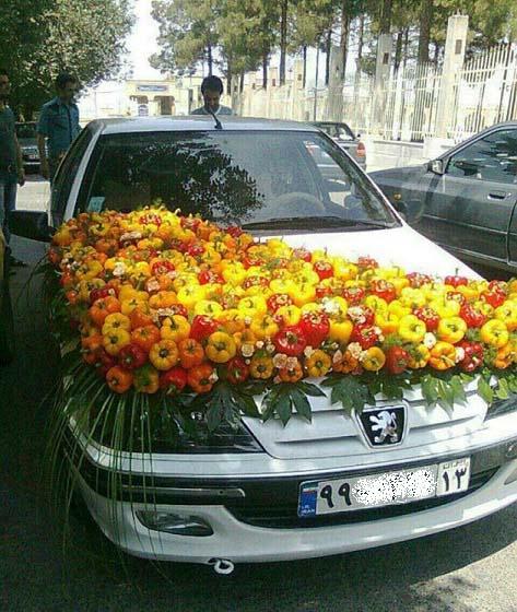 تزیین ماشین عروس با فلفل دلمه ای در ایران! / عکس