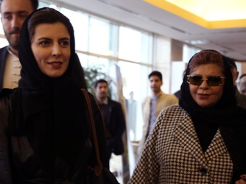 000775 لیلا حاتمی و مادرش زهرا حاتمی در برج میلاد / عکس