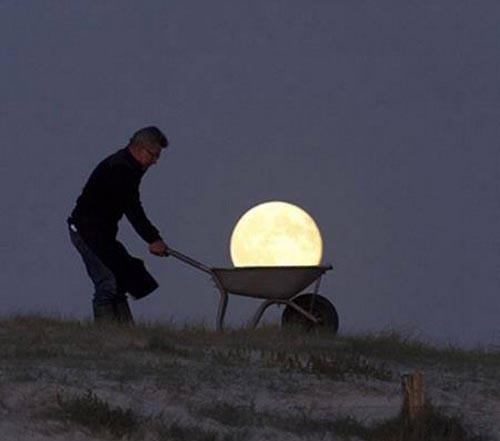 40026741 00009 تصاویر جالب و دیدنی از شوخی با ماه!