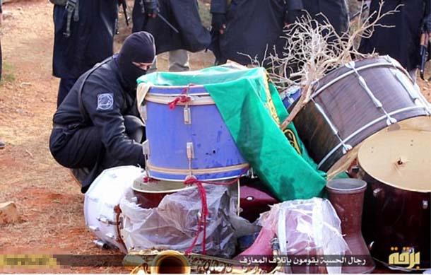 داعش این بار به جان موسیقی افتاد! + تصاویر