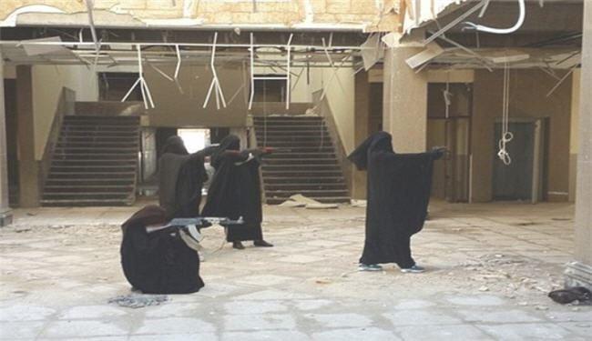 آموزش دختران داعشی + تصاویر