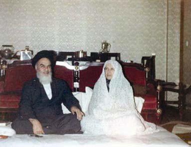 عکس کمتر دیده شده از امام خمینی (ره) در کنار همسرشان