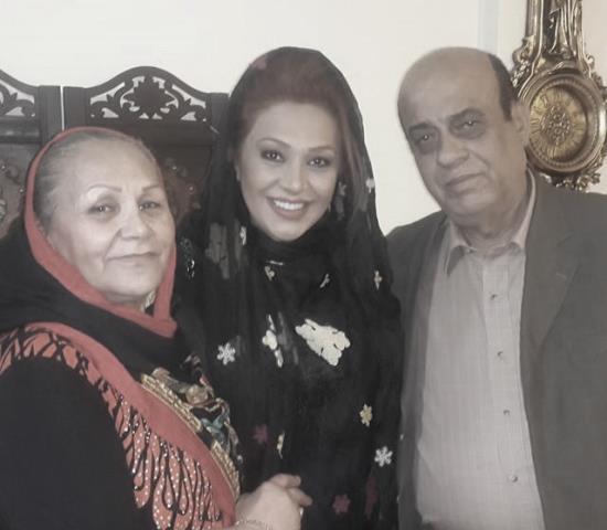 نسرین مقانلو در کنار پدر و مادرش / عکس