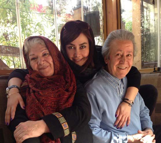آناهیتا نعمتی در کنار پدر و مادرش / عکس