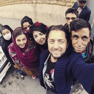 بهرام رادان در کنار بچه هاى سوخته مرودشت+عکس