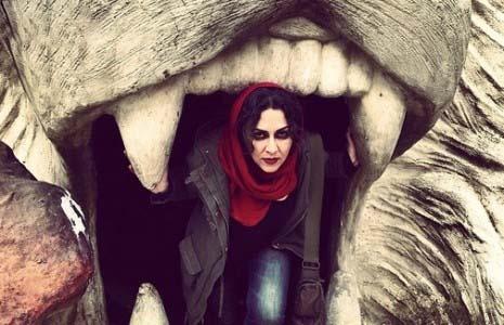 بازیگر زن در دهان شیر! / عکس