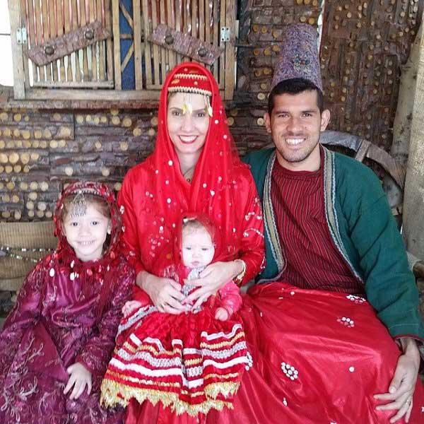 فرناندو گابریل و خانواده اش با لباس محلی ایرانی / عکس