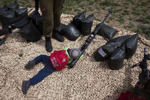 کودک تک تیرانداز اسرائیلی + عکس