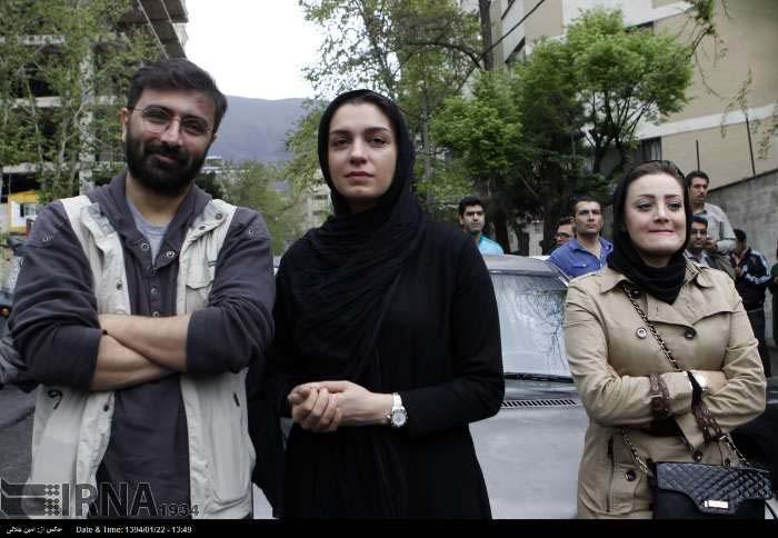 امین زندگانی و همسرش در مقابل سفارت عربستان / عکس
