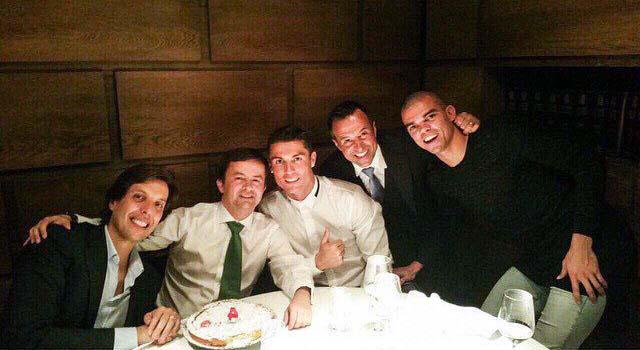 کریس رونالدو در شب تولد دوستش / عکس