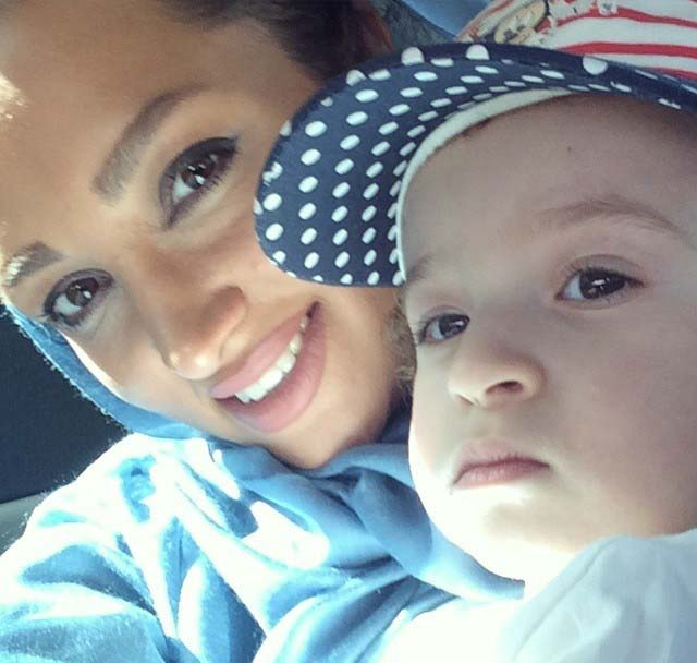 عکس جدید روناک یونسی و پسرش