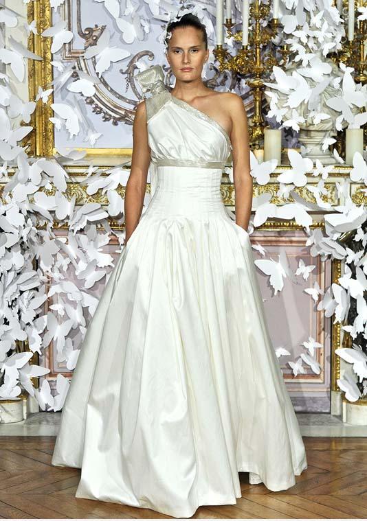 مدل لباس عروس به سبک پروانه ای