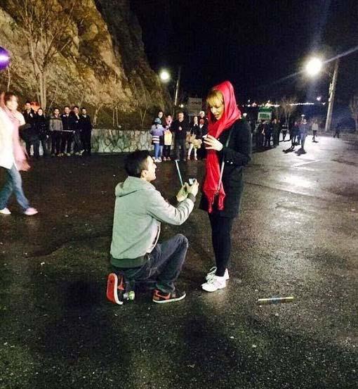 تقاضای ازدواج به سبک آمریکایی در تهران! / عکس