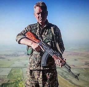 هنر پیشه مشهور هالیوودی به جنگ با داعش رفت! + عکس