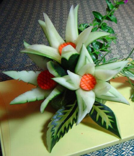 آموزش تصویری درست کردن گل با خیار