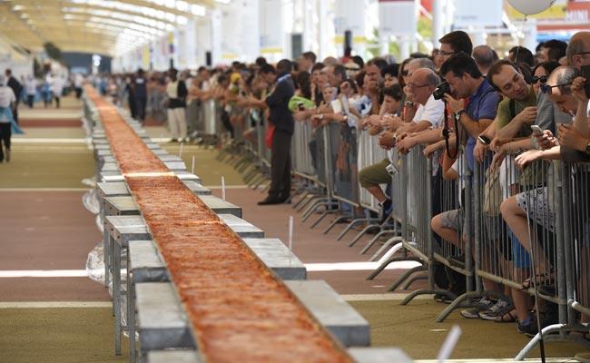 طولانی ترین پیتزای جهان در ایتالیا