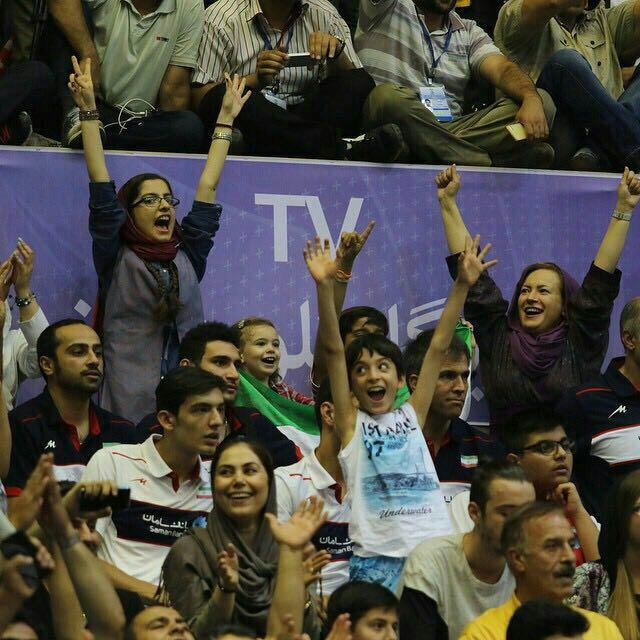 تصاویری از حضور زنان هوادار در بازی والیبال ایران و آمریکا