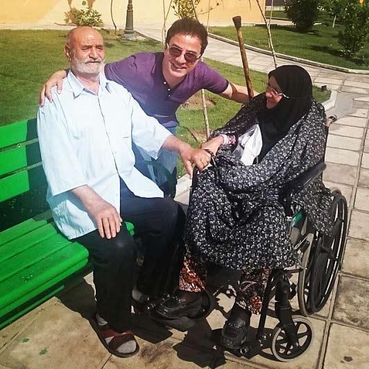 عمو پورنگ در کنار یک زوج عاشق + عکس