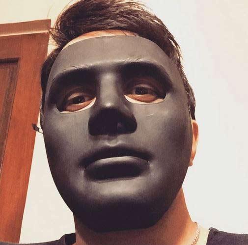 ماسک عجیب خواننده مشهور ایرانی! + عکس