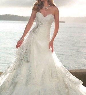 مدل لباس عروس دنباله دار و پفی