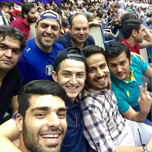 سلفی سردار آزمون در ورزشگاه آزادی / عکس