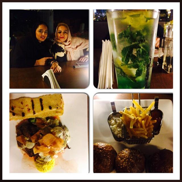 عکس / نرگس محمدی و مادرش در رستوران
