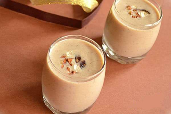 طرز تهیه میلک شیک خرما برای ماه رمضان