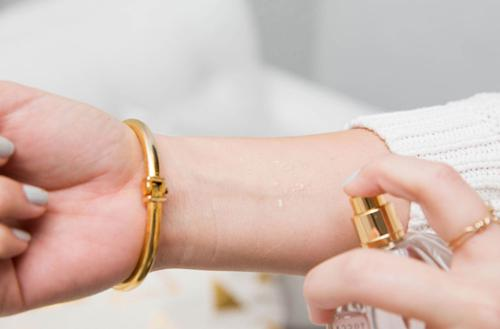 راههایی برای افزایش ماندگاری عطر روی پوست