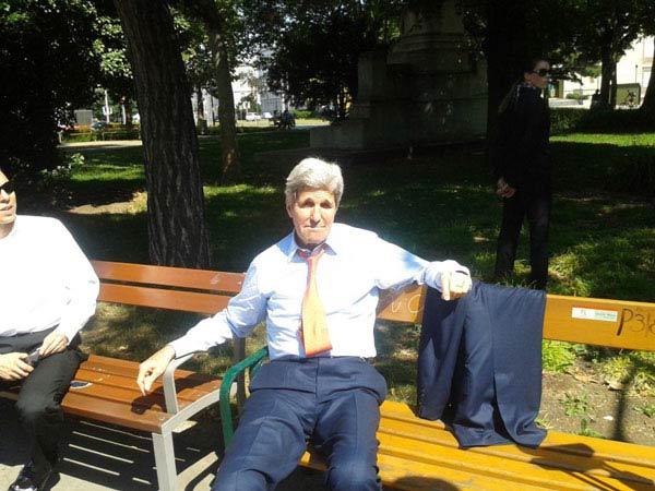 عکسی از جان کری در پارک