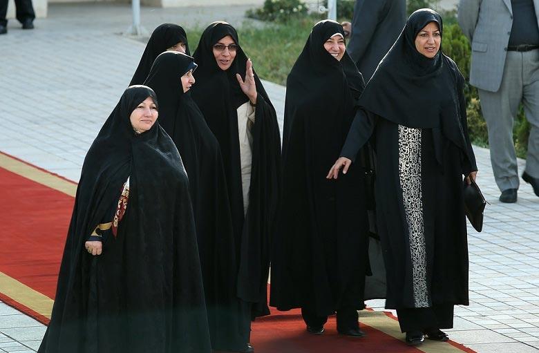 استقبال همسر ظریف در فرودگاه از تیم مذاکره کننده! + عکس