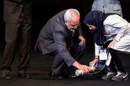 دختری که اشک آقای ظریف را درآورد + عکس