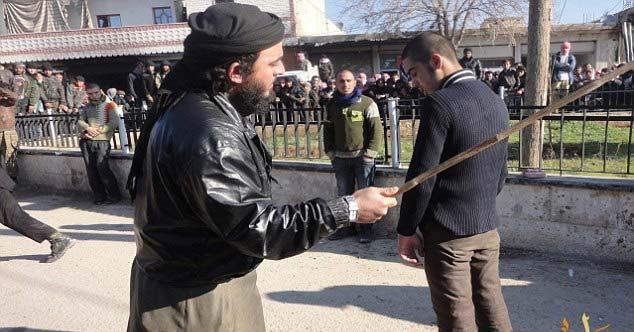 مجازات های عجیب داعش برای روزه خواران! + عکس