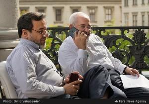 عکس دیدنی از گوشی موبایل دکتر ظریف