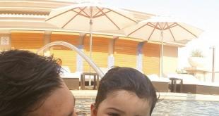 احسان خواجه امیری و پسرش در استخر / عکس