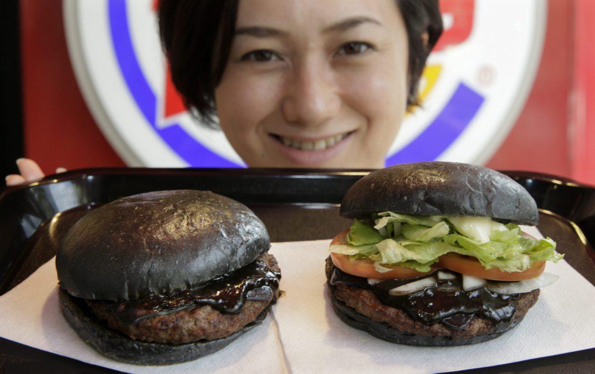 یک نوع همبرگر عجیب در ژاپن + عکس