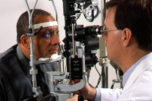 بیماری چشمی خطرناک در افراد بالای ۴۰ سال