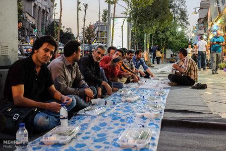 بزرگترین سفره افطار خیابانی در تهران