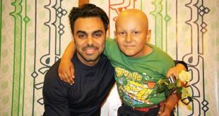 عکس / مهدی ماهانی در کنار کودک سرطانی