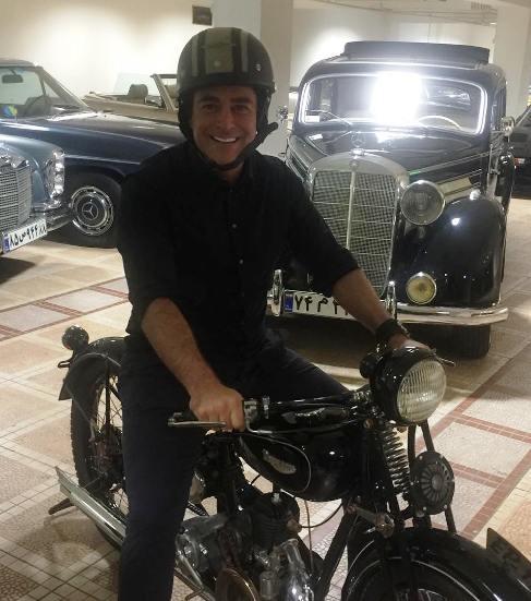 محمدرضا گلزار سوار بر موتور! + عکس