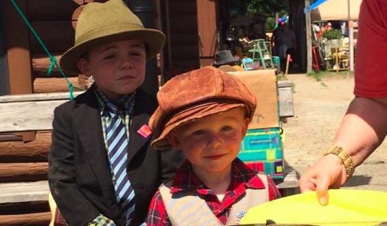 پسر بچه ۳ ساله ای که شهردار شد! + عکس
