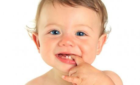 نحوه کمک به دندان درآوردن کودکان